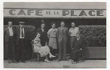 CARTE PHOTO - CAFÉ DE LA PLACE - Groupe - Bistrot - Terrasse CP Vers 1930-1940