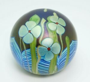 Orient & Flume 1977 Iridescent Cobalt Blue Pulled Feather Flowers Paperweight
