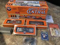 Lionel 6-30040 North Pole Central Operating Freight Expansion Pack In Box