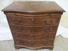 Georgian style crossbanded Mahogany serpentine front chest of drawers (ref 009)