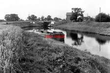 PHOTO  1974 HADDLESEY FLOOD LOCK SELBY CANAL YORKSHIRE THIS LOCK IS AT THE EXTRE