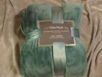 Ultra Plush Jacquard Velvet Blanket Full/Queen 90x90 Soft Warm Cozy Bed NEW!