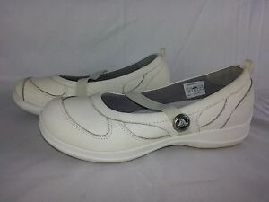 CROCS Slip on Shoes Leather Flats Casual White Mary Jane Women's Size 8 Juniper