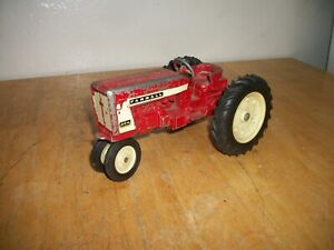 International Harvester Farmall 404 Ertl  1/16