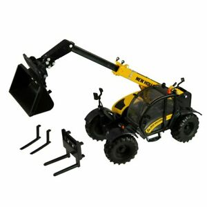 1/32 New Holland 7.42 Telehandler with Attachments