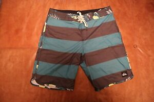 Quiksilver Boardshorts size 33 black green Hawaiian