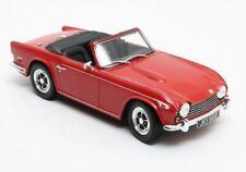 Triumph TR5 p.i. red  '67-'68 1:18 Cult Scale Models