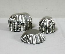 Moules à petits fours anciens en aluminium