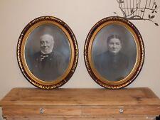 Portraits de famille anciens - Couple dans cadres ovales dorés - signés Walter