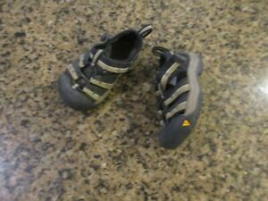 KEEN Newport H2 infant 5 Sandals Athletic Black boy Girl canvas hiking EUR 22