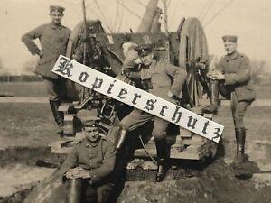Foto Flugabwehrkanone Flak Bak 1. Weltkrieg auf Lafette mit 4 Mann Bedienung
