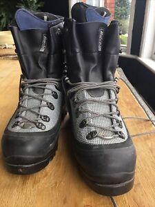 Mens Raichle Winter walking boots size 10