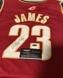 Lebron James signed autographed jersey with COa