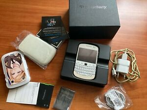 Blackberry Bold 9900 Pure white