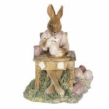 Clayre Eef Osterhase Osterdeko Hase beim Eierfärben Ostern 14 x 9 x 11 cm