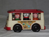 VINTAGE TOY 1969 FISHER PRICE MINI BUS with 5 FIGURES