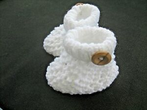 CUTE PAIR HAND KNITTED BABY BOOTIES in WHITE - 0-3 MONTHS (1)