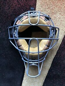 Douglas Umpire Face Mask with Shock Suspension System Force 3