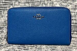NWT Coach C4124 Medium Id Zip Wallet in Pebble Leather Vivid Blue