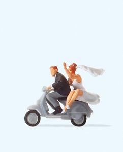 """Preiser 28150 Brautpaar auf """"Vespa""""-Roller, H0"""