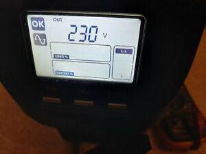 UPS/Gruppo di continuità Riello Vision VST 1100VA/880W, onda sinuisoidale, LCD