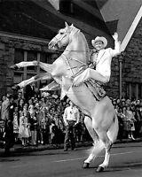 "ROY ROGERS COWBOY SINGER & ACTOR w/HORSE ""TRIGGER"" 8X10 PUBLICITY PHOTO (EP-013)"