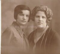 PORTRAIT OF TWO WOMEN Vintage FOUND PHOTOGRAPH bw FREE SHIPPING Original 92 10 D