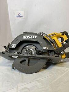 Dewalt DCS577 FLEXVOLT 60V Li-Ion Wormdrive Circ Saw, FOR PARTS ONLY NOT WORKING