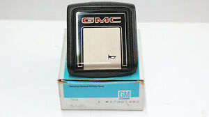GM Genuine GMC Horn Button Cap Brand New In Box 17987492 NOS