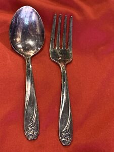 1847 ROGERS BROS IS DAFFODIL SILVERPLATE CHILDS FORK AND SPOON @A