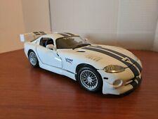 Maisto 1:18 Dodge Viper Gts R - White w/Blue Speed Stripes