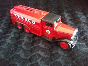 Vintage Texaco Fuel Tanker Collectable. Classic colors. Money box. New