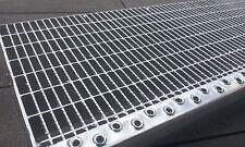 Industrie Gitterroststufe mit Antrittskante 800x270x 30/10 Tragstab 30/2mm R12