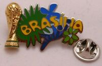 Pin / Anstecker + Fußball FIFA Weltmeisterschaft 2014 Brasilien + Brasilia (73)
