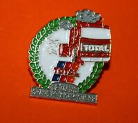 Pin's pins Lapel pin Pétrolier Oil Fuel TOTAL  LE MANS GRAND PRIX CAMION  Signé