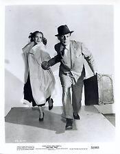 JOSEPH COTTEN TERESA WRIGHT THE STEEL TRAP 1952 VINTAGE PHOTO ORIGINAL #1
