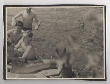 PHOTO ANCIENNE Baignade Jeu dans l'eau Enfant Garçon Bateau Maillot de bain 1950