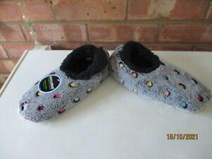 Snoozies! Slippers Lots A Dots Polka Dots - Grey - Size Medium 5/6 – New