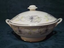"""Shelley 14100 Sycamore 8.5"""" Lidded Vegetable Dish / Tureen / Bowl"""