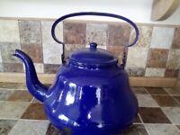 Vecchio bollitore smaltato blu modernariato vintage