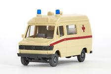 Lot 5163 Wiking Mercedes Benz 207 D Krankenwagen Rotes Kreuz, creme, 1990-1992