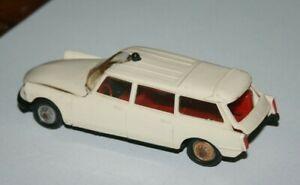 Norev - DS Ambulance - Miniature ancienne en plastique au 1/43 ( a restaurer )