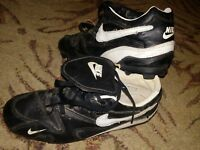 BOYS GIRLS NIKE CLEATS  SIZE 6Y  BLACK AND WHITE ACCENTS baseball soccer