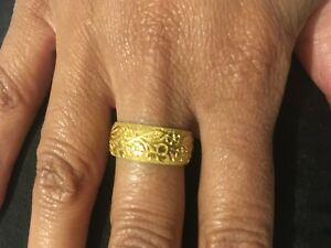 Vintage 9ct gold wedding band fully engraved flowers and leaves unique size R
