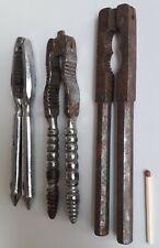 3 Anciens casse noix casse-noisettes en métal