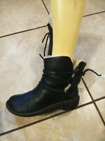 Ugg Women's Size  6 Ankle Boot  Booties Black Leather Sheepskin Lining
