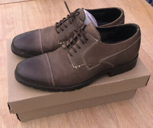 Clarks Men's Shoes Size 9.5 Brown Leather Smart Casual - Only Worn Once Boxed