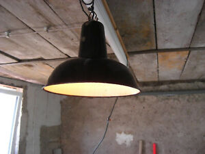 Alte Kellerlampe, Fabriklampe, vintage Loft Betonbau, E27 Fassung Ø 29 cm, Rost