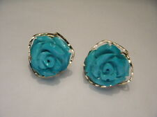 Gorgeous 18K Yellow Gold Turquoise Floral Flower Carved Earrings