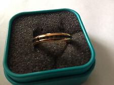 Ring Edelstahl goldfarbend Miami White mit Glassteine Farbe schwarz Serie Beauty
